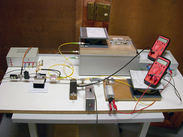 Discriminateur de fréquence micro-onde basé sur une ligne à retard optique de 4 km